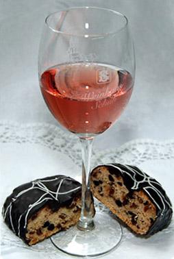 Winzerstollen mit Wein